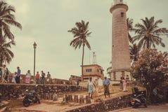 Les personnes locales ont des affaires différentes près du phare historique Photo stock