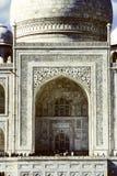 Les personnes locales rendent visite à Taj Mahal Image stock