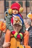 Les personnes néerlandaises célèbrent le jour du ` s de roi, Tilburg, Pays-Bas Photo stock