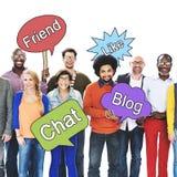 Les personnes sociales de mise en réseau tenant la parole bouillonnent concept Photo stock