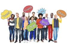 Les personnes sociales de mise en réseau tenant la parole bouillonnent concept Photo libre de droits