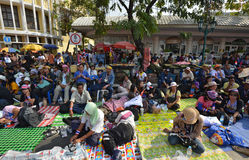Les personnes thaïlandaises protestent contre la corruption du gouvernement de Thaksin la région de monument de démocratie Photo stock