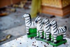 Les petites statues de zèbre pour prient le dieu Photographie stock libre de droits