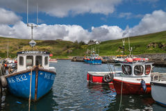 Les petits bateaux de pêche dans Lybster hébergent, l'Ecosse Images libres de droits