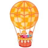 Les petits enfants volent sur le grand ballon à air Photographie stock libre de droits