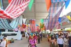 Les peuples non identifiés apprécient dans le jour de Songkran Photos libres de droits