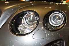 Les phares du GT superbe continental de sport de BENTLEY Images libres de droits