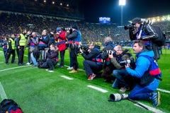 Les photographes prennent des photos au match de Liga de La entre le Villarreal CF et le FC Barcelona Image stock