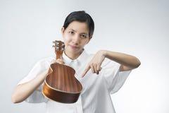 Les photos des femmes thaïlandaises invitent à joindre la musique Photographie stock libre de droits