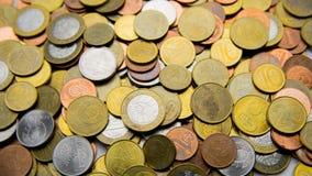 Les pièces de monnaie biélorusses sont sur la table Photo stock