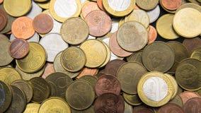 Les pièces de monnaie biélorusses sont sur la table Photographie stock