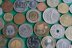 Les pièces de monnaie de différents pays Image stock