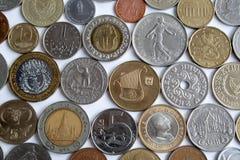 Les pièces de monnaie de différents pays Photographie stock
