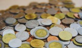 Les pièces de monnaie du fond de la Thaïlande, baht de la Thaïlande invente Image libre de droits