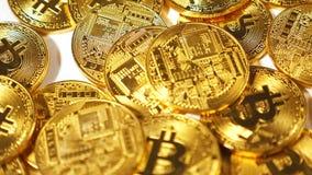 Les pièces de monnaie en baisse de mouvement lent appartiennent pour décentraliser la devise banque de vidéos