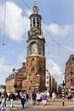 Les piétons sur le passage clouté chez Munt célèbre dominent, Amsterdam, Pays-Bas Photos libres de droits