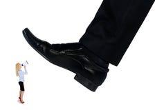 Les pieds équipent écraser peu de femme d'affaires Images libres de droits