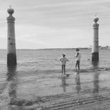 Les pieds dans l& x27;eau. People of Lisboa stock photography