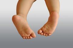 Les pieds de l'enfant Photographie stock libre de droits