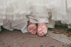 Les pieds de la mariée Photos stock