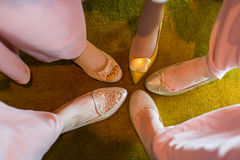 Les pieds des demoiselles d'honneur Photos libres de droits