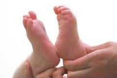 Les pieds des enfants image stock