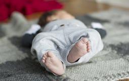 Les pieds des enfants Photo stock