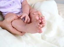 Les pieds 3 du bébé images libres de droits