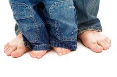 Les pieds du père et du fils Images libres de droits