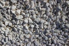Les pierres blanches de gravier, modèlent, donnent une consistance rugueuse, photographie stock libre de droits