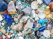 Les pierres et les minerais au marché de fuite calent Photo stock