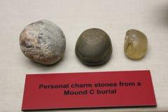 Les pierres personnelles de charme ont trouvé au monticule C, monticule d'Etowah image libre de droits