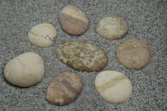 Les pierres sur le sable Images libres de droits