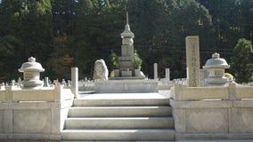 Les pierres tombales chez Okunoin Koyasan Japon Photo stock