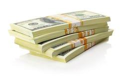 Les piles de dollars US empaquettent sur le fond blanc Photographie stock libre de droits