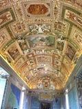 Les plafonds décorés du musée de Vatican Photos stock