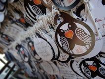 Les plaques votives de l'AME de papier accrochant au tombeau de Tamukeyama Hachimangu ? Nara, Japon photographie stock
