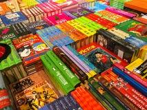 Les plus défunts romans célèbres à vendre dans la librairie de bibliothèque photo stock