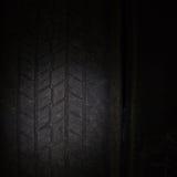 Les pneus de voiture dans une rangée sur une étagère fatiguent Photographie stock