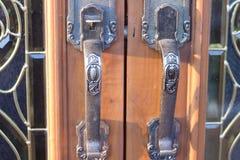 Les poignées de porte sont modèle en métal beau photographie stock