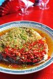 Les poissons cuits à la vapeur se dirigent avec le poivre coupé Images libres de droits
