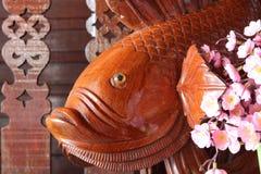 Les poissons en bois découpent Image libre de droits