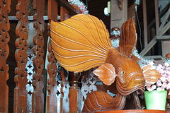 Les poissons en bois découpent Photographie stock libre de droits