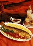 Les poissons préparés sur un gril Photo libre de droits