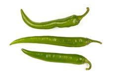 Les poivrons frais verts de jalapeno se ferment sur le blanc Images stock