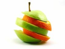 Les pommes et l'orange coupées en tranches Images stock