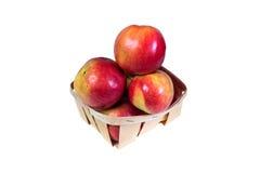 Les pommes mûres et juteuses s'étendent dans un panier Régime de vitamine pour la perte de poids Photographie stock