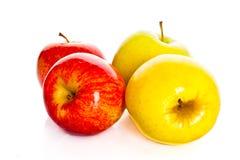 Les pommes rouges d'isolement sur le fond blanc porte des fruits nourriture saine Photo stock
