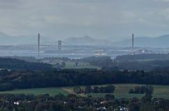 Les ponts au-dessus de Firth d'en avant près d'Edimbourg, Ecosse images stock