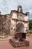 Les portes ruinées du fort portugais un Famosa, Porta De Santiago Image libre de droits